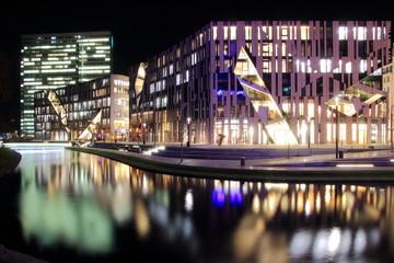 Düsseldorf - Kö-Bogen und Dreischeibenhaus in der Nacht