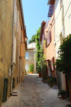 Malerische Gasse in Gassin, Côte d'Azur
