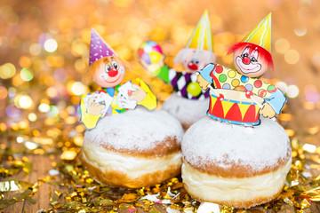 Pfannkuchen mit Clown Figuren
