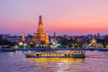 Tuinposter Bangkok Wat Arun and cruise ship in night ,Bangkok city ,Thailand