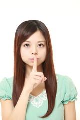 秘密を守る女性