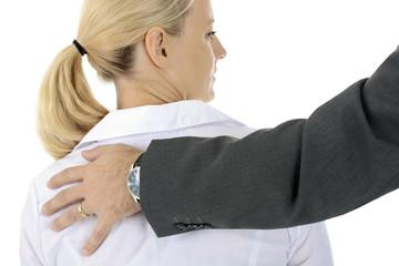 Sexuelle Belästigung oder Nötigung durch Mann an Frau