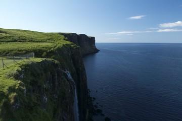 Мыс на острове Скай в Шотландии