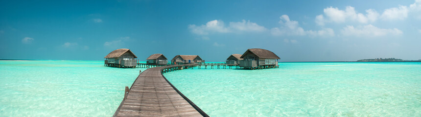 Foto auf Leinwand Insel Wonderful lagoon around a maldivian island