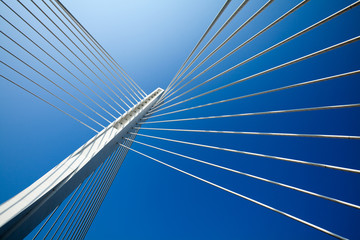Photo sur Aluminium Pont Wonderful white bridge structure over clear blue sky