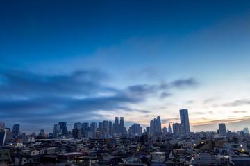 東京・新宿・夜明け