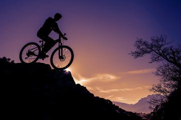 kayalıktan bisikletle iniş