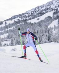 Skater beim Bergauf-Laufen