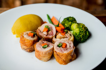 Meat roll with vegetables
