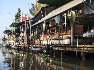 Fotobehang Kanaal Häuser an einem Khlong