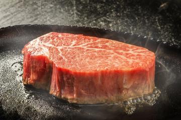 高級和牛ステーキ high-quality Japanese beef steak sizzl