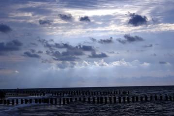 Niebo nad spokojnym morzem