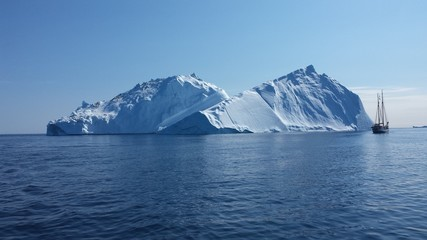 Sailing Greenland, the land of ice, polar bears... and sailing!