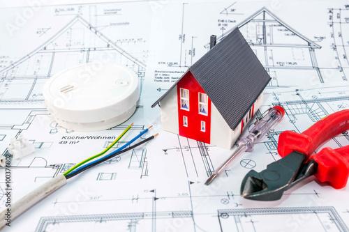 rauchmelder baupl ne und werkzeuge stockfotos und lizenzfreie bilder auf bild. Black Bedroom Furniture Sets. Home Design Ideas