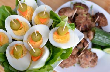 Eier und Frikadellen