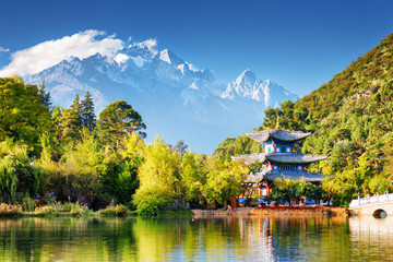 Keuken foto achterwand China The Moon Embracing Pavilion and the Jade Dragon Snow Mountain