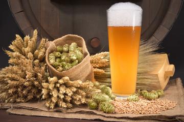 Bierglas mit Fass