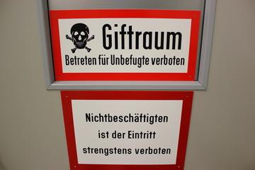 Gefahrenschild: Giftraum - Betreten für Unbefugte Verboten
