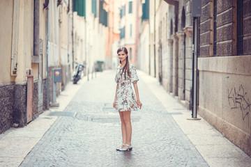 girl in town, Italia Fototapete
