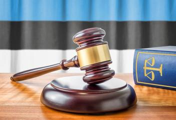 Richterhammer und Gesetzbuch - Estland