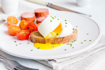 Poached egg on wholegrain bread
