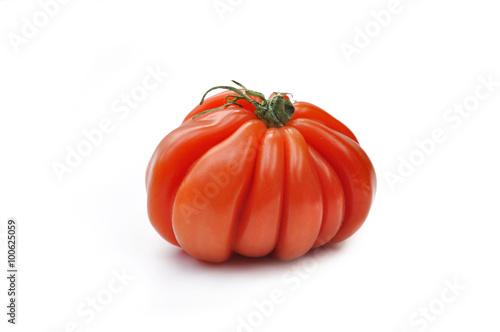 belle tomate c ur de b uf isol e sur fond blanc stock photo and royalty free images on. Black Bedroom Furniture Sets. Home Design Ideas