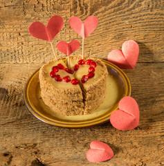 Пирожное украшенное сердцами ко дню Святого Валентина