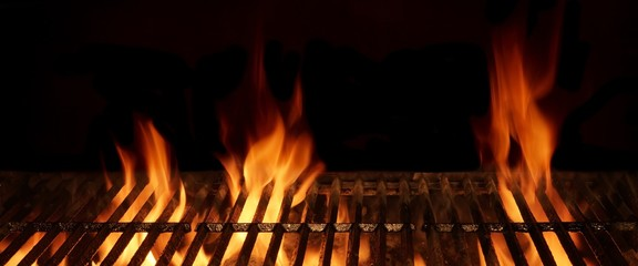 Fond de hotte en verre imprimé Grill, Barbecue Empty Hot Flaming Charcoal Barbecue Grill With Bright Flame Isol