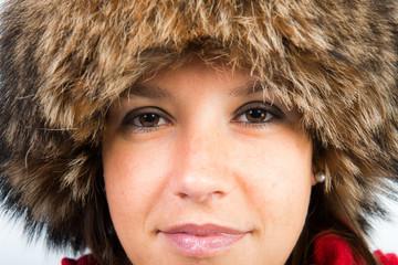femme et chapeau en hiver