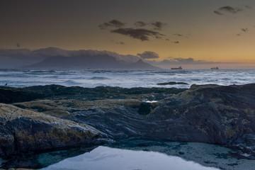 Kapstadt-Blick zum Tafelberg nach Sonnenuntergang