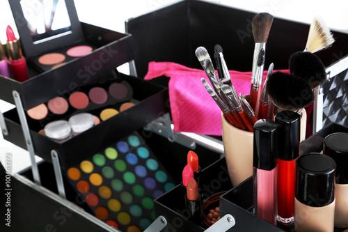 Хранение декоративной косметики