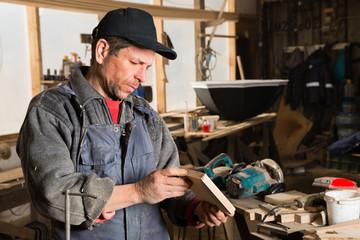 Carpenter produces parts for furniture