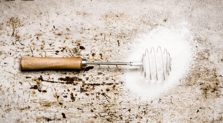 Preparation of the dough. Whisk with the flour.