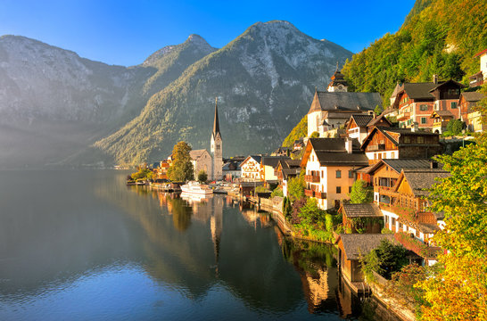 Hallstatt alpine village on a lake in Salzkammergut, Austria