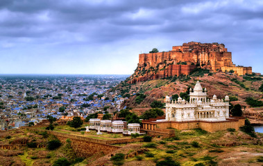 Deurstickers India Mehrangharh Fort and Jaswant Thada mausoleum in Jodhpur, Rajasthan, India