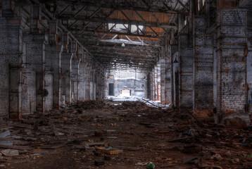 Autocollant pour porte Les vieux bâtiments abandonnés Dilapidated workshop of the abandoned factory