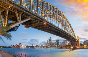 Photo sur Aluminium Pont Magnificence of Harbour Bridge at dusk, Sydney