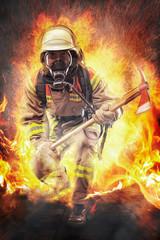 Feuerwehrmann geht durchs Feuer