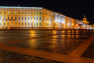 Palace square in Saint Petersburg at night