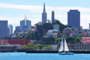 Fototapete - Yachts and San Francisco downtown skyscrapers