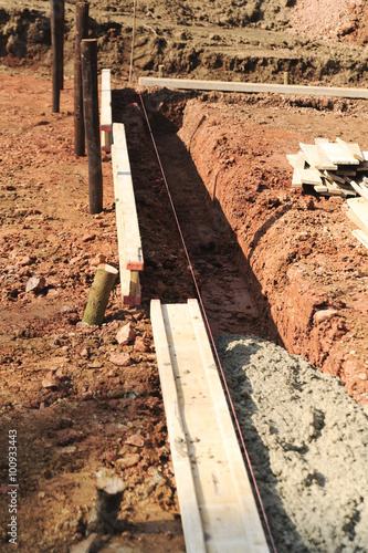 Bauen Und Baustelle Fundament Und Schalung Stock Photo And Royalty