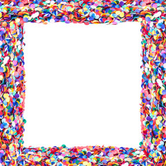 Rahmen aus Konfetti, weißer Hintergrund