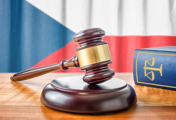 Richterhammer und Gesetzbuch - Tschechien