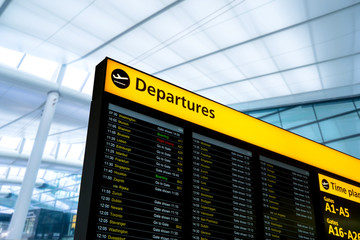 Fotomurales - Flight information, arrival, departure at the airport, London, England