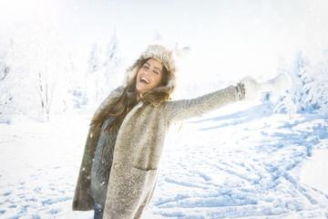freude im schnee frau