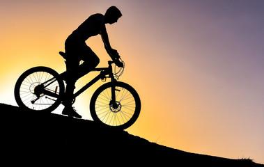 bisikletle yamaçtan inmek