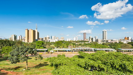 Wall Mural - Timelapse sequence zooming in to the skyline of Nairobi, Kenya with Uhuru Park in the foreground in 4K