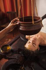 Fototapete - Ayurvedic shirodhara treatment in India