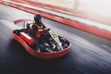Go kart speed rive indor race oposition race Fototapete