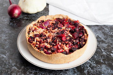 Tartlet with beetroot, red onion and goat cheese | Beet Pie